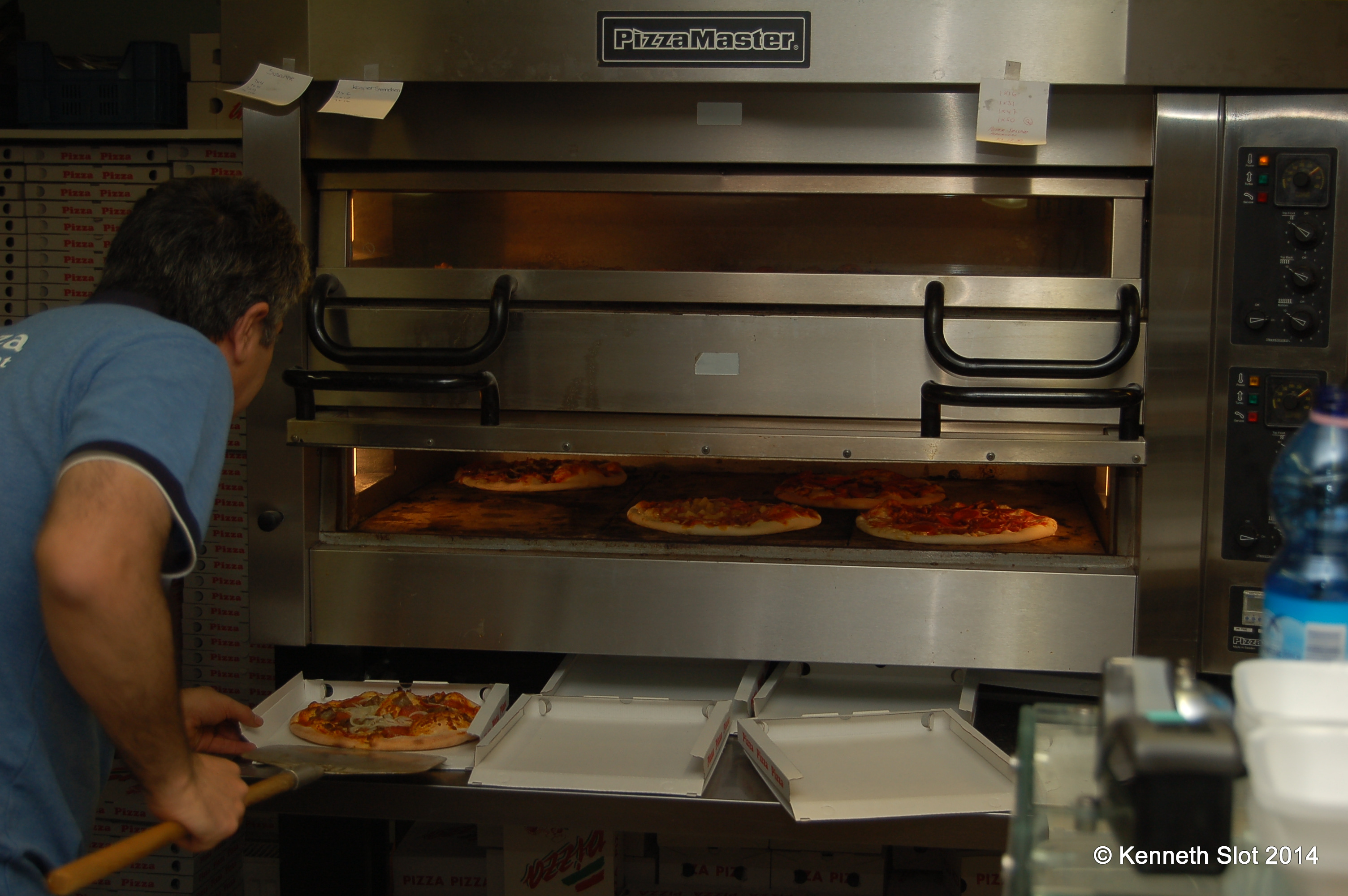 Pizzaovnen med lækre pizzaer